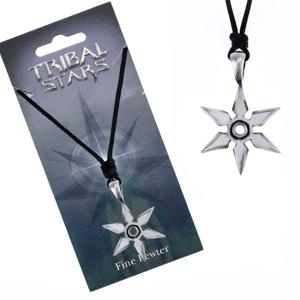 Černá šňůrka na krk a lesklá kovová hvězdice z hrotů